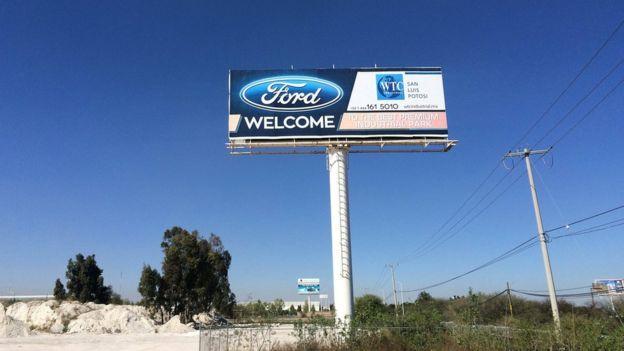 Letrero de Ford en Villa de Reyes