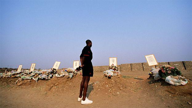 Em 1993 o então capitão da Seleção da Zâmbia, Kalusha Bwalya, visitou os túmulos dos companheiros de equipe mortos no acidente no Gabão, perto do Estádio de Lusaka
