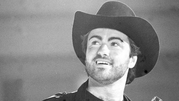 George Michael em foto P&B