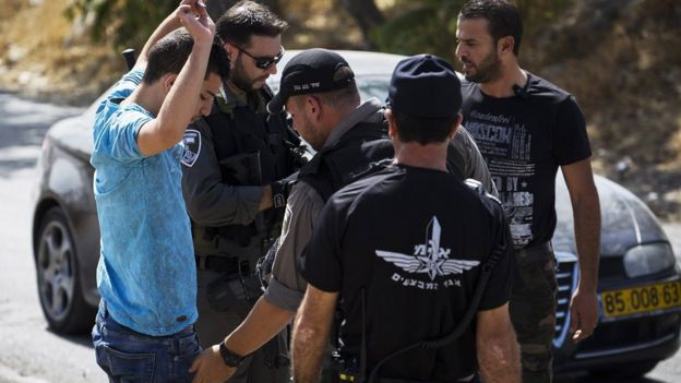 Israeli police carrying out a stop and search on cars leaving the Palestnian neighbourhood of Jabel Mukaber