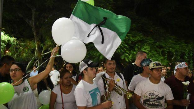 Hinchas en el homenaje al Chapecoense