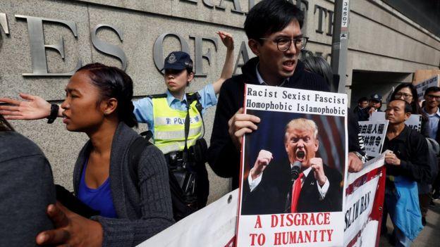 Trump'ın kararnamesi yalnızca ABD'de değil, dünyanın dört bir yanında protesto edildi. Fotoğraf, Hong Kong'daki eylemden