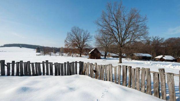 Летом на Украине вовсю светит солнце - но зимой лучше одеваться потеплее