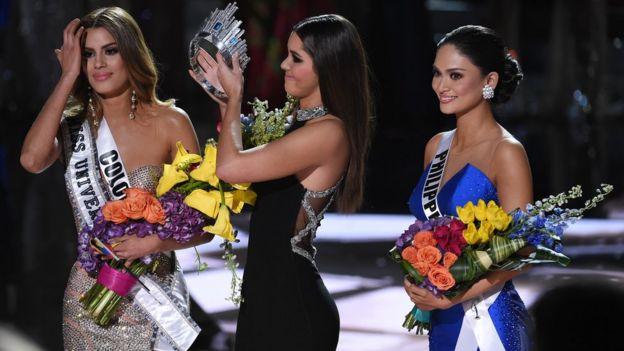 Miss Colombia Ariadna Gutiérrez (izquierda)