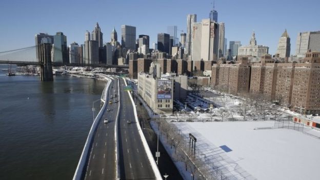 Cars moves on the FDR Drive, cleared of snow, in New York on Sunday (24 January 2016)