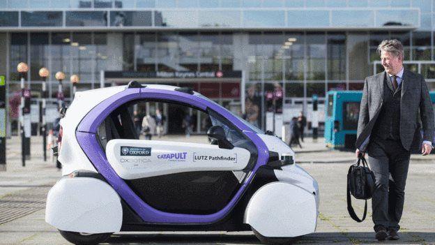 یکی از پرسشهای پیش روی متخصصان هوش مصنوعی این است که خودروی بیراننده چطور باید با عابر تعامل کند