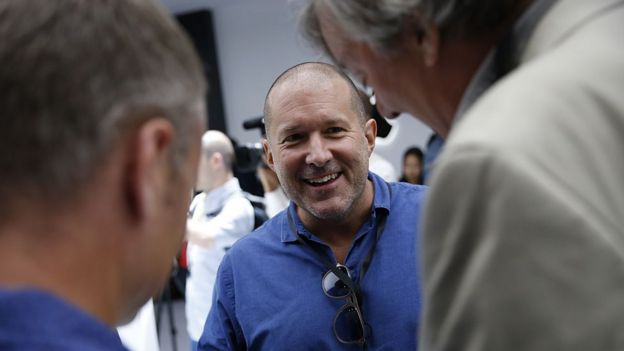 Apple's Jonny Ive jokes with actor Stephen Fry