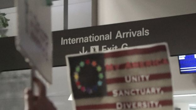 International arrivals sign at SFO
