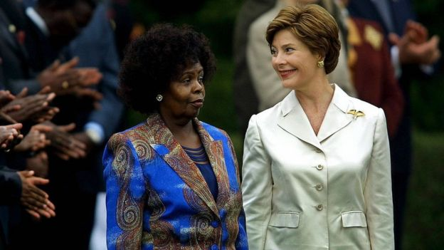Laura Bush (R) with her Kenyan counterpart, Lucy Kibaki acknowledges the applause of the Kenyan delegation during official arrival ceremonies on the South Lawn of the White House 06 October, 2003 in Washington, DC