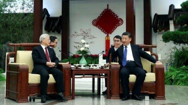 Tổng bí thư ĐCSVN Nguyễn Phú Trọng và nhà lãnh đạo Trung Quốc, ông Tập Cận Bình trong cuộc gặp hôm 12/01/2017 ở Bắc Kinh