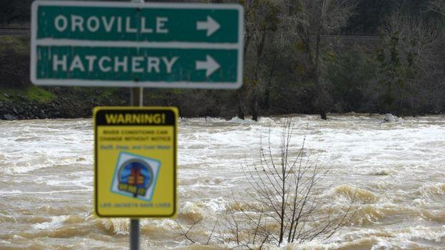 Imagen de las aguas desbordadas en Oroville.