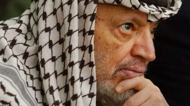 Palestinian leader Yasser Arafat attends prayers at his headquarters in the West Bank town of Ramallah, 17 May 2002