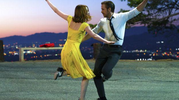 Ryan Gosling junto a Emma Stone