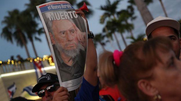 شارك عشرات الآلاف في تشييع كاسترو