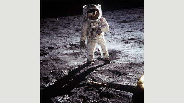 از سفر به ماه و حیات در مریخ عکسهایی منتشر شد که به نظریههای توطئه دامن زد