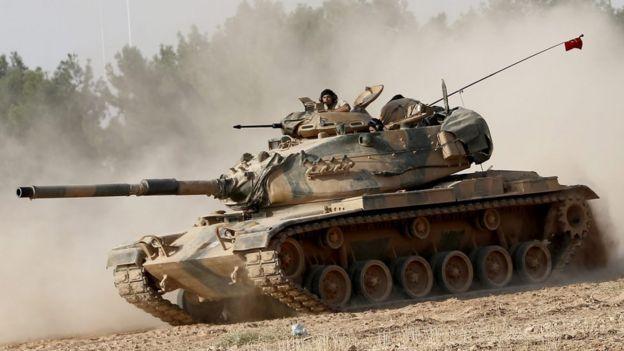 TSK'ya ait tanklar da operasyona katıldı.