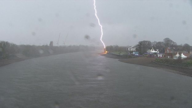Lightning on the Thames
