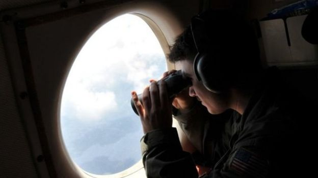 Búsquedas por aire y por mar recorrieron el área del Mediterráneo donde el avión desapareció.