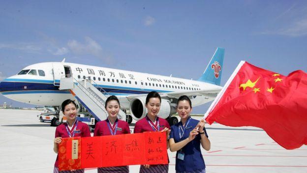 除了軍機飛越外,中國去年還在南中國海一些島嶼上開通了民用航線。