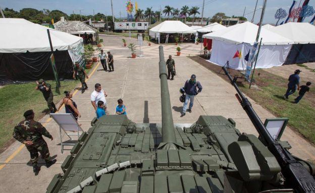 El tanque T-72B1 en exhibición en Managua.