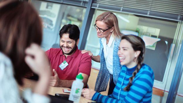 Profesores brasileños del programa Profesores para el Futuro con una educadora finlandesa