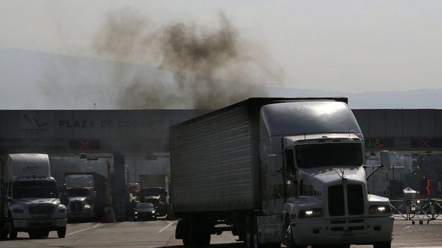 En meses recientes las autoridades en México emitieron varias advertencias de alerta de contaminación en la capital. Foto: AP