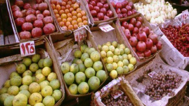 Fruit stall, Cairo (Image: BBC)