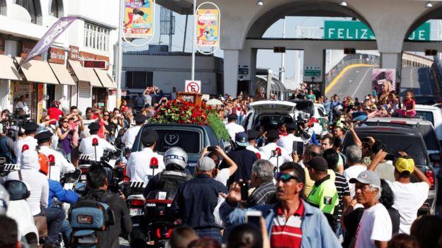 Restos de Juan Gabriel transitan por Ciudad Juárez.