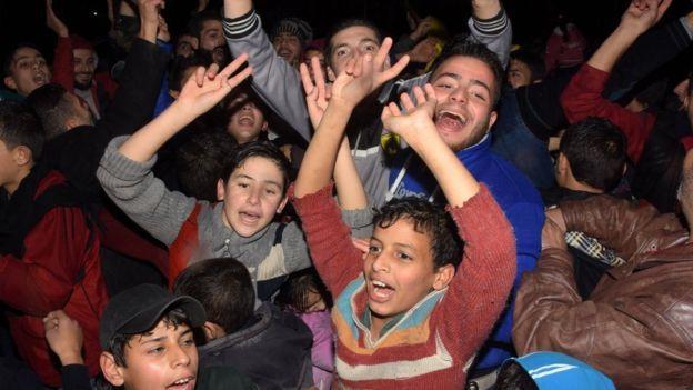 Ciudadanos celebran el cese del fuego