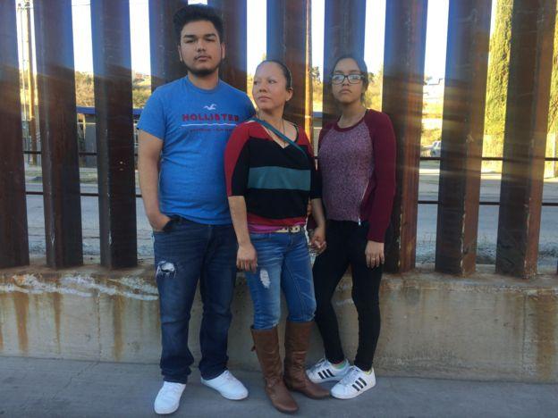 Guadalupe y sus hijos.