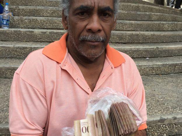 José Vegas con 25.000 bolívares.