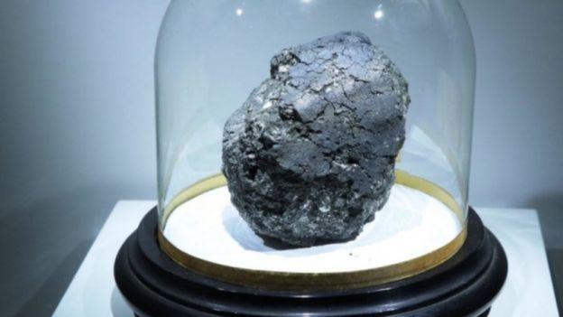 อุกกาบาตที่ตกในเมือง Orgueil ของฝรั่งเศส เมื่อปี 1864 มีอายุเก่าแก่ 4.5 พันล้านปีเท่ากับระบบสุริยะ