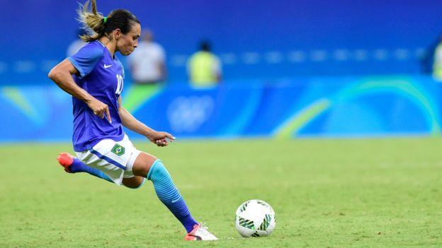 Marta tem conquistado mais a torcida do que Neymar
