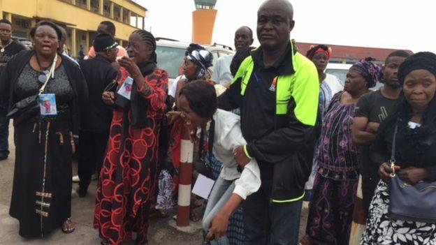 Mourners at Kinshasa's airport