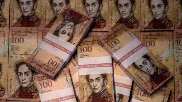 100-bolivar banknotes