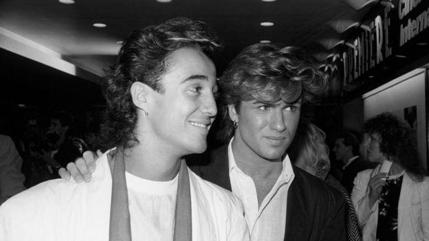 Джордж Майкл (справа) и Эндрю Риджли начали музыкальную карьеру в 1980-х в составе дуэта Wham. Фото 1984 года