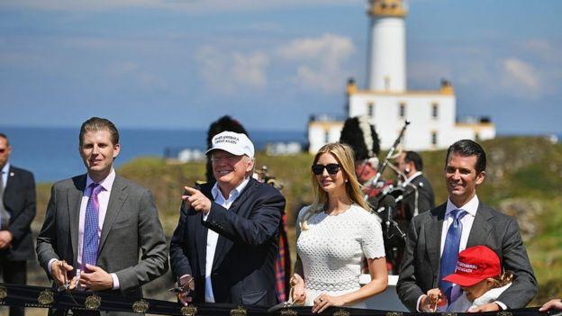 Eric, Donald, Ivanka y Donald hijo Trump