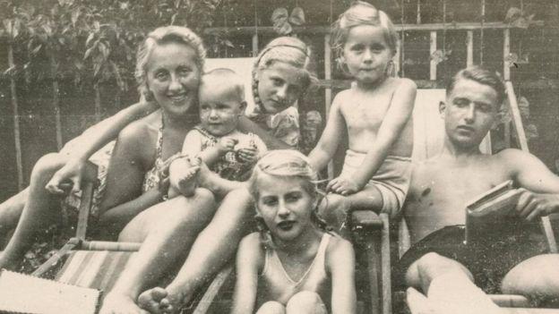 Una familia en una foto antigua