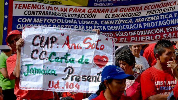 Manifestantes pro gobierno en favor de los CLAP