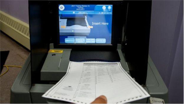 Đã có người quan ngại về độ tin cậy của máy bầu không dùng giấy - trong ảnh là một máy ở bang New York