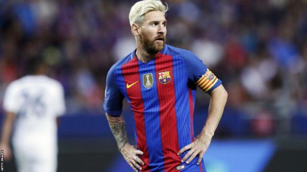 Lionel Messi akicheza dhidi ya Leicester City
