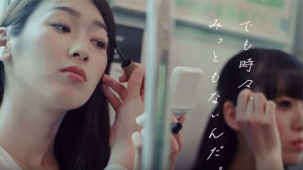 火車通勤兼顧化妝