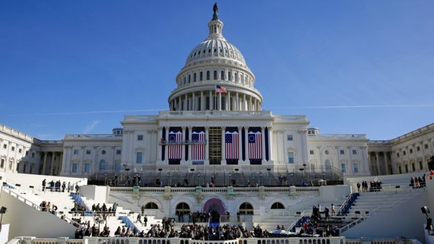 Los preparativos antes de la toma de posesión frente al Capitolio en Washington DC