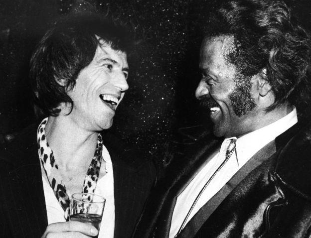 Berry con el guitarrista de los Rolling Stones, Keith Richards, en el Studio 54 de Nueva York en 1980.