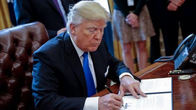 Donald Trump doit signer à partir de mercredi des décrets limitant l'octroi de visas, l'accueil de réfugiés et l'immigration, selon des médias américains.