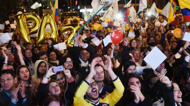 Colombianos celebran la firma del Acuerdo Final de Paz con las FARC