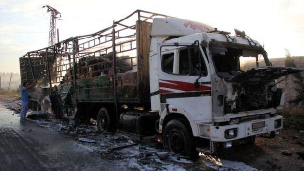 Camión de ayuda humanitaria destruido por bombardeos