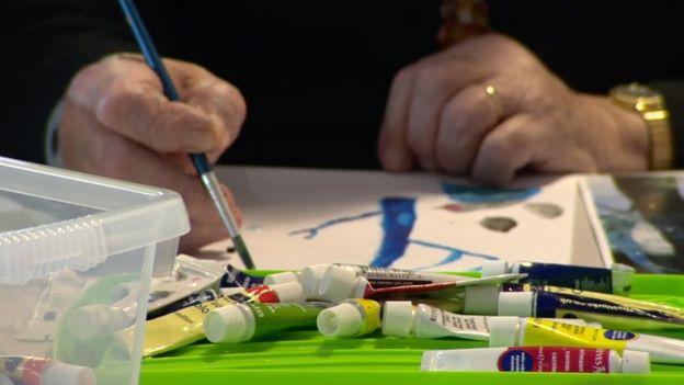Joyce pintando