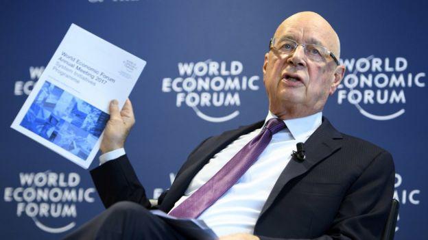 1月10日,世界經濟論壇主席施瓦布在記者會上宣佈年會具體安排。