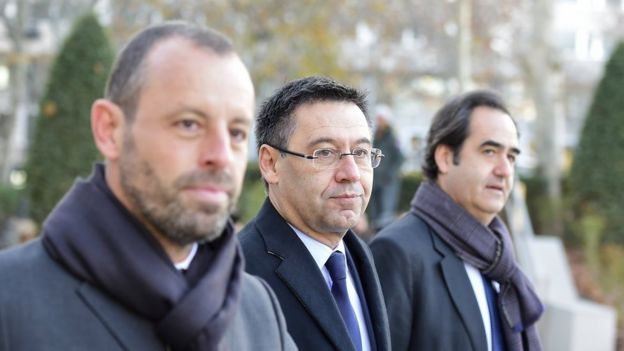 (L-R) Barcelona's ex-President Sandro Rosell, President Josep Maria Bartomeu and general director Ignacio Mestre arriving at Spain's national court on 1 Feb